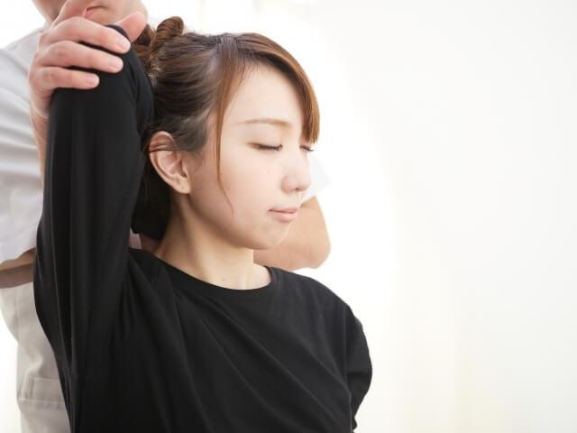 東大阪の整骨院で姿勢矯正を希望する方は【寺山整骨院】へ~肩甲骨の状態は手の向きでわかる~