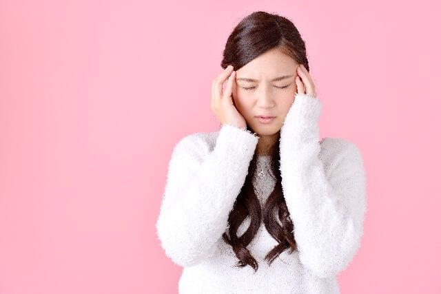 大阪で頭蓋骨の傾き・歪みが気になる方は偏頭痛にも注意